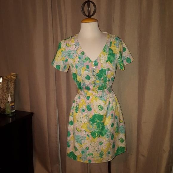 Forever 21 Dresses & Skirts - 🖤 Vintage floral dress 🖤